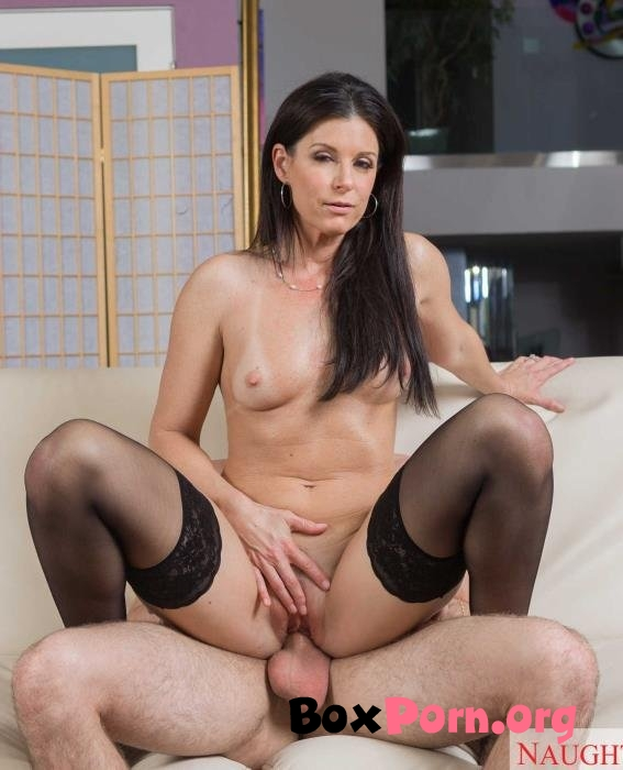 India Summer shows her sons friend how to fuck a MILF - India Summer (24.03.2019 | HD | MyFriendsHotMom, NaughtyAmerica)